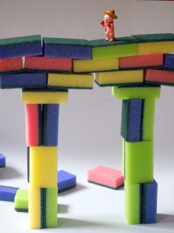 Brücke aus Schwämmen