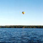 Ballon über dem Wasser