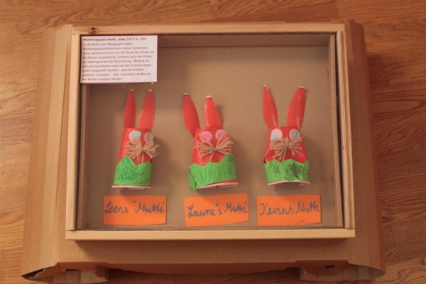 Muttertagsgeschenk aus Ausstellung Pädagogien