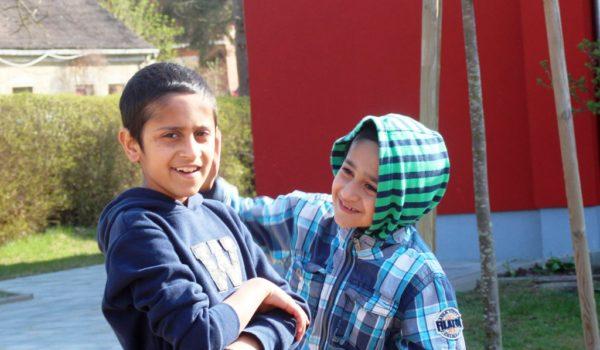 Verständnis und Verstehen Eine Flüchtlingsfamilie mit acht Kindern aus Afghanistan zieht in ein mecklenburgisches Dorf und verändert nicht nur das Leben der Autorin Vera Koseleck.