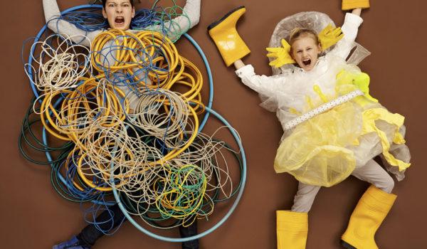 WWWAS Der Fotograf Jan von Holleben hat 70 Fragen von Kindern zum Internet in Bilder übersetzt. Sie machen das komplexe Gebilde Internet überraschend anschaulich.