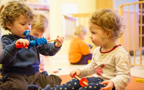 toddler style III Wiebke Wüstenberg und Kornelia Schneider veröffentlichen den dritten Teil aus ihrem neuen Buch ICH–DU–WIR, Wie Kinder in den ersten drei Lebensjahren ihre Beziehungen zueinander gestalten.
