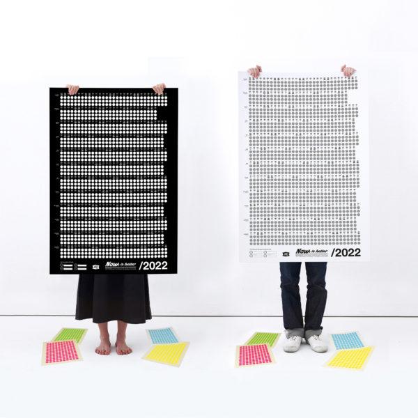 Kalender Now is better in schwarz und weiß mit neon Klebepunkten